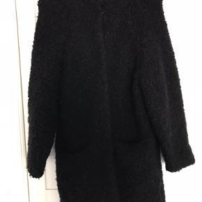 Flot vamset / bamset cardigan eller jakke fra COS