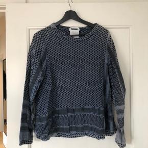 Cecilie Copenhagen trøje i mørkeblå  Køber betaler fragt eller det kan afhentes i Århus