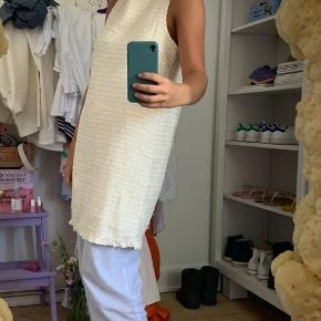 Aldrig brugt 💛 mega fin, lidt oversize kjole 💘 mega fin med en tee under 🕺🏻