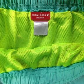 Livvidde 76cm, størrelsesangivelsen i shortsene er vasket af.
