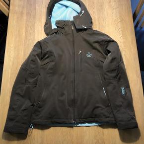 Varetype: Vinter jakke Farve: Brun og blå Oprindelig købspris: 1800 kr.  Dejlig varm vinter/ski jakke.