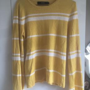 Super fin guldstribet trøje med store ærmer🌼Får den desværre ikke brugt - så håber der er en anden, der kan få gavn af den