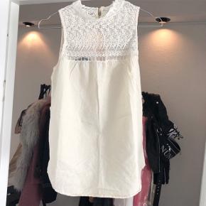 Zara top   størrelse: M   pris: 100 kr   fragt: 37 kr