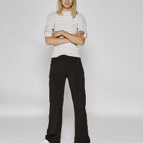 Jeg sælger disse lækre bukser fra Sisters point. BYD