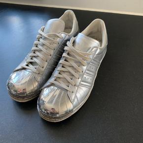 De fedeste sølv sko - med snude af metal😊