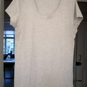Basic Apparel t-shirt