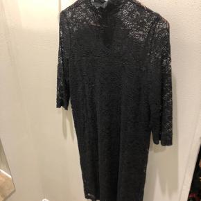 Flot blonde kjole sælges Str. 34 Sender gerne