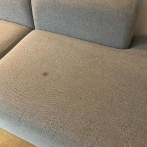 Hay mags modul sofa Stof: Uld Hallingdal 130 Mål: B321 D127,5 H67 Fra røgfrit og dyrefrit hjem Plet på det ene modul (se billede)  Sælges derfor billigt til 5500 kr.  Ny pris 24.000 kr.