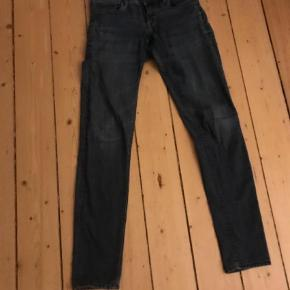 Varetype: Lækre jeans Størrelse: W29 L32 Farve: Blå Prisen angivet er inklusiv forsendelse.