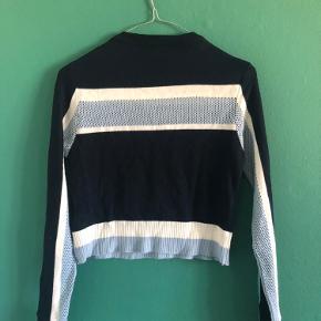 Rigtig fed top fra Urban outfitters med striber. Vil bedst passe str x- small til small.