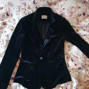 Neo Noir sort velour blazer