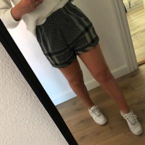 Shorts fra Cecilie Copenhagen i en lys-grøn farve. Brugt meget få gange! Størrelsen er onesize.   Nyprisen var 550kr. ❣️