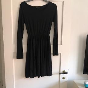 Super fin kjole aldrig brugt str Small  Køber betaler fragt hvis man ikke selv henter