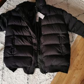 H&M premium, super lækker din jakke. Perfekt vinterjakke Sælges da den desværre bliver for stor