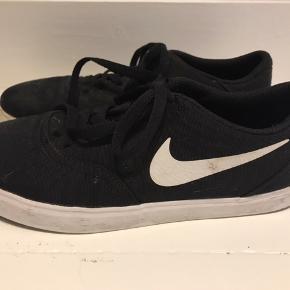 Seje sorte nike sko, brugt ganske få gange- Str. 40 Sælges for 60 kr 🦋