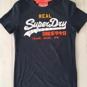 Fed Superdry t-shirt str. XS.  Brugt få gange.