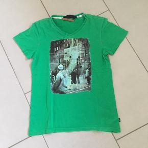 RAW Signature T-shirt i str. 12 år😀  3-farvet syning ned langs begge sider. Købt i Bahne😀
