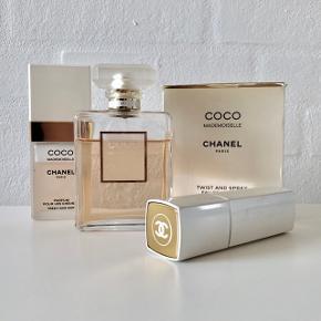 Coco mademoiselle Eau De Parfum spray 100ml (Ny pris 1090kr) Coco mademoiselle fresh hair mist 35ml (Ny pris 405kr) Coco mademoiselle Eau De Toilette twist and spray 60ml (Ny pris 765kr) Samlet pris 2260kr. Se billeder for hvor meget det er brugt af de forskellige flasker. Sælges også separat, skriv for pris. Jeg sender gerne og pakker selvfølgelig forsvarligt. Køber betaler porto.