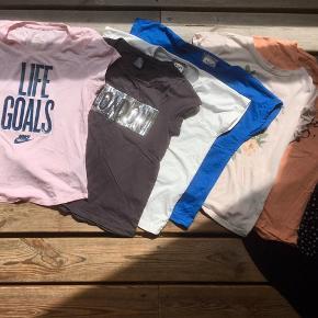 Sommer tøjpakke til pige. Str. 140-146. Blandede mærker og farver. 7 t-shirts 👚👕👚👕👚👕👚 4 par sommerbukser 👖🩳👖🩳 2 toppe 👚👚 1 langærmet tynd bluse 👘  Sender med DAO. Køber betaler forsendelse