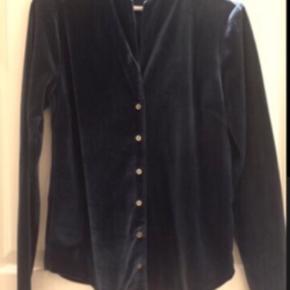 Fin skjorte i lækker tyk velour Pris 300 incl via mobilepay
