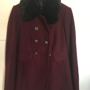 Fin kort vinterfrakke Sort fake fur