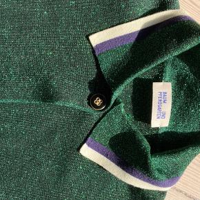 Smukkeste cardigan i en af baums lækreste designs Brugt 3 gange. Fremstår som ny. Sælges kun fordi den er for stor til mig
