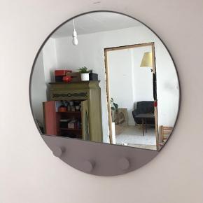 Spejl fra søstrene grene -fejlkøb og derfor aldrig brugt. Stadig i original kasse. Fås stadig i butikkerne til 145kr.