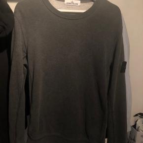 Sælger denne Stone Island sweatshirt. Trøjen fejler absolut ikke noget, den har bare været brugt.