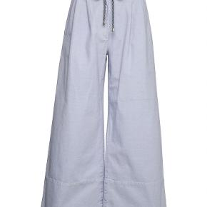 Fine bukser fra Baum und pferdgarten sælges, da de er for små. Det er en str 42, men svarer mere til en str. 40. Mp 334 kroner plus porto