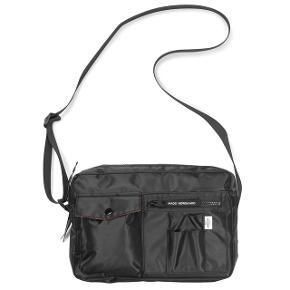 Sælger min Mads Nørgård taske da jeg ikke får den brugt så meget mere, den er god stand med naturligt slid få steder,  Mål er 30x20 cm  Mp 300 men bud gerne