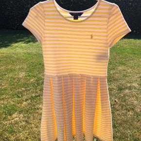 Sød sommer kjole. Fra et ikke-ryger og dyre hjem. Ny pris var 800kr. Brugt 2 gange.