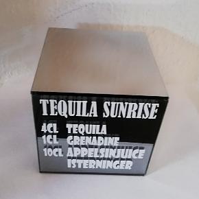 Lyskube med opskrift på cocktails ♥️ På Lyskube er der 4 forskellige opskrifter som ses på de 4 billeder 😀  Kan også laves med andre cocktails ♥️