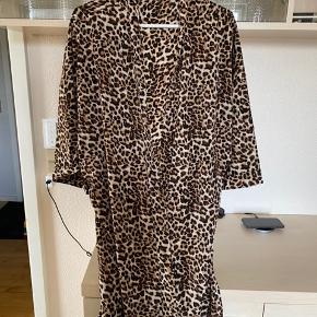 Kimono fra pieces sælges Sender for købers regning Handler mobile pay Ved ts handel betaler køber gebyr