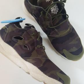 De fedeste Furylite camouflagesneaks fra Reebok. Helt nye, aldrig brugt.  Sender gerne, porto 40 kr🌞