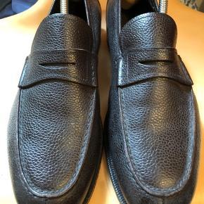 Mærke: Ferragamo Meget lækre italienske sko fra Ferragamohuset i Firenze. Klassisk sko, super forarbejdning og materiale.