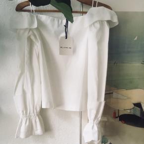 Smukkeste Blanche overdel i hvid, aldrig brugt, købt for 1700  Sælger da den er en smule for lille til mig Byd endelig