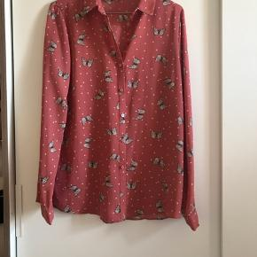 Sød Skjorte med sommerfugle i str. 38 Brugt 4 gange.   #sundaysellout