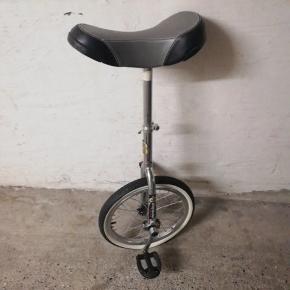 Ét-hjulet cykel, mangler luft i dækket😉
