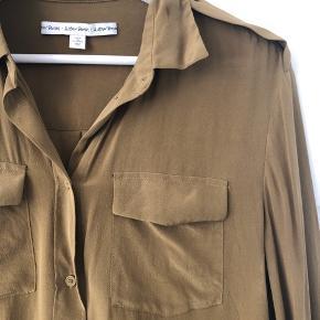 Skjorte fra & Other Stories i 100% silke. Brugt få gange.   Str. 36, men en smule oversize i størrelsen 😊  #30dayssellout