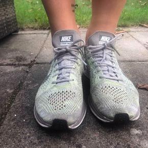 Nike Sneakers, God, men brugt. Greve Strand - Nike Sneakers, Greve Strand. God, men brugt, Brugt en periode og har derfor mindre tegn på brug