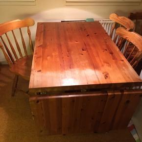 Rigtig flot spisebord sælges, trænger dog til en kærlig hånd. Det kan laves længere. Der medfølger 6 stole.