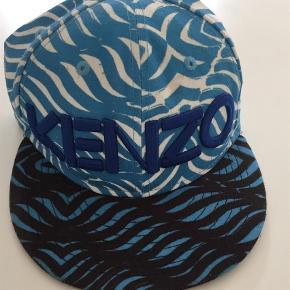 Varetype: Kasket Størrelse: 7 Farve: Blå Oprindelig købspris: 800 kr.