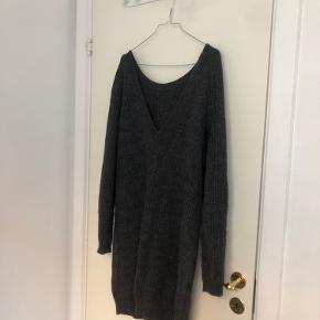 Lang sweater fra Moss Copenhagen. 💜