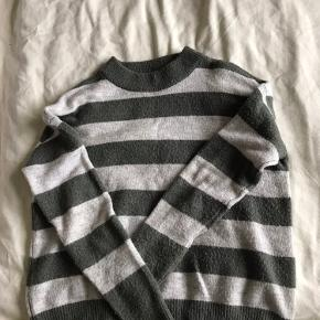 Blød sweater Obs den har små fnuller på efter vask, som kan ses på billedet