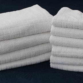 4 stk. hvid håndklæder i str. 130 x  70 cm bade håndklæde  6 stk. hvid håndklæder i str. 95 x  50 cm alm. håndklæde