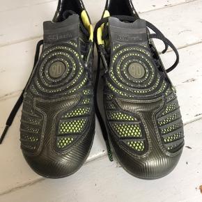 Nike 90 fodboldstøvler. Brugt få gange og fremstår nye.