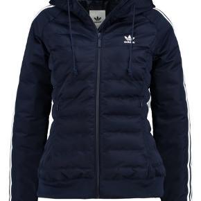 Super fin Adidas dun jakke, brugt til skijakke én sæson, fejler intet.