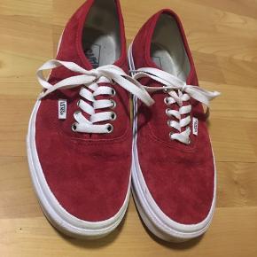 Jeg får desværre ikke brugt de her sko mere så derfor sælges de. De er brugt enkelte gange 😁