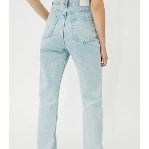 Sælger disse rowe jeans fra weekday i en str 26/30. De er købt i sommers og er aldrig blevet brugt, prisen er sat herefter.