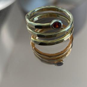 Smuk 18 karat guldbelagt ring med rød diamant. Aldrig brugt, uden brugstegn, str.50